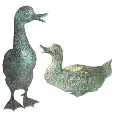 Bronze animalier : canard en bronze BRZ0384V  ( H .45 x L .30 Cm )  Poids : 10 Kg