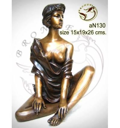 Femme AN130  ( H .26 x L .19 Cm )