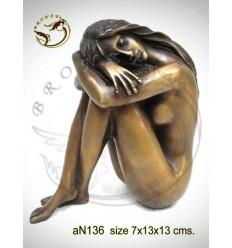 Femme AN136 ( H .13 x L .13 Cm )