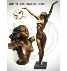 Femme AN139 ( H .50 x L .30 Cm )