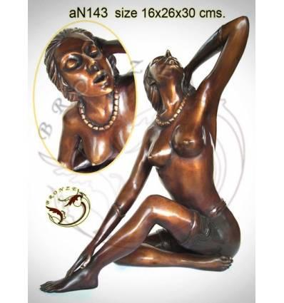 Femme AN143 ( H .30 x L .26 Cm )