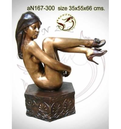 Femme AN167-300 ( H .66 x L .55 Cm )