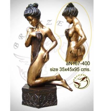 Femme AN167-400 ( H .95 x L .45 Cm )