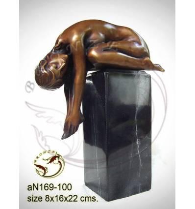 Femme AN169 ( H .22 x L .16 Cm )
