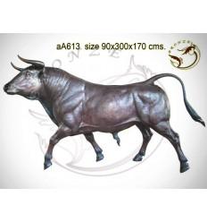 Taureau en bronze aa613-100 ( H .170 x L :300 Cm ) Poids : Kg