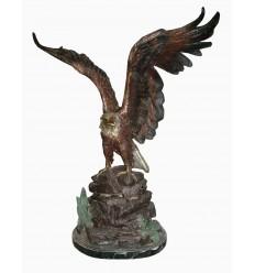 Bronze animalier : aigle en bronze BRZ1345-73 ( H .63 x L . Cm ) Poids : 200 Kg