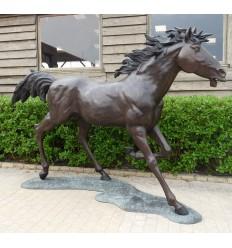 Cheval en bronze BRZ1454 ( H .220 x L .330 Cm ) Poids : 347 Kg